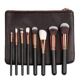 Set 8 pensule machiaj Indispensable Makeup + Borseta Cadou